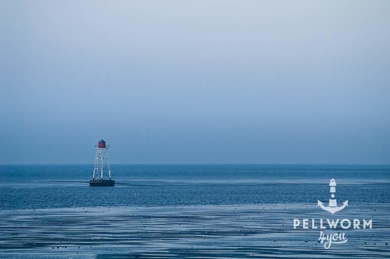 Unterfeuer im blauen Wattenmeer