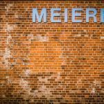 Alte Mauer mit Meierei-Schriftzug auf Pellworm.
