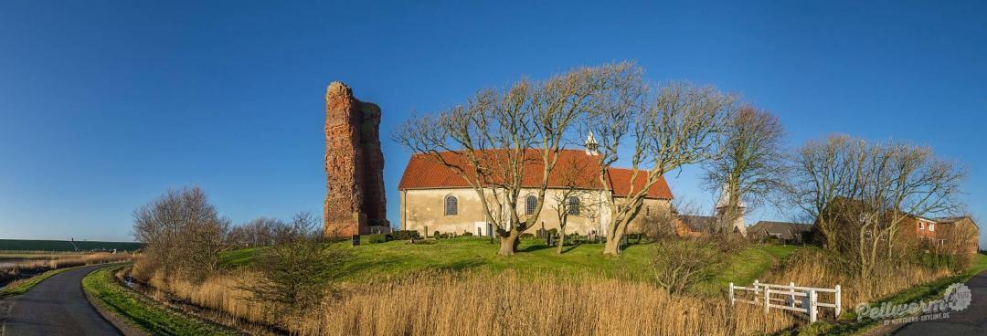 Die Alte Kirche auf Pellworm im Panoramaformat