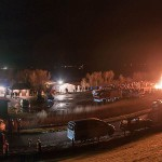 Das Biikefeuer auf Pellworm brennt und erhellt die Nacht