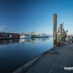 Pellworm - die MS Nordfriesland und die Insel Amrum spiegeln sich im spiegelglatten Wasser