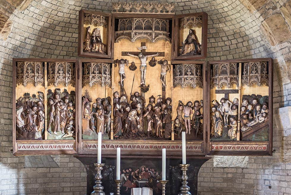 Die Altarflügel in der Alten Kirche auf Pellworm selber umklappen