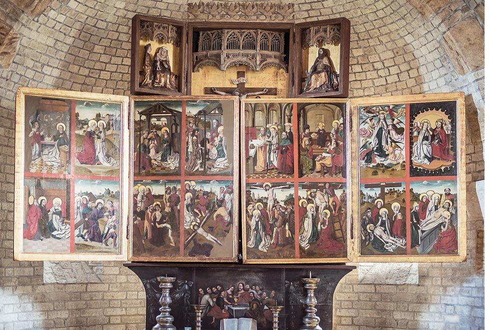 Die Innenseiten des Klappaltars der Alten Kirche auf Pellworm