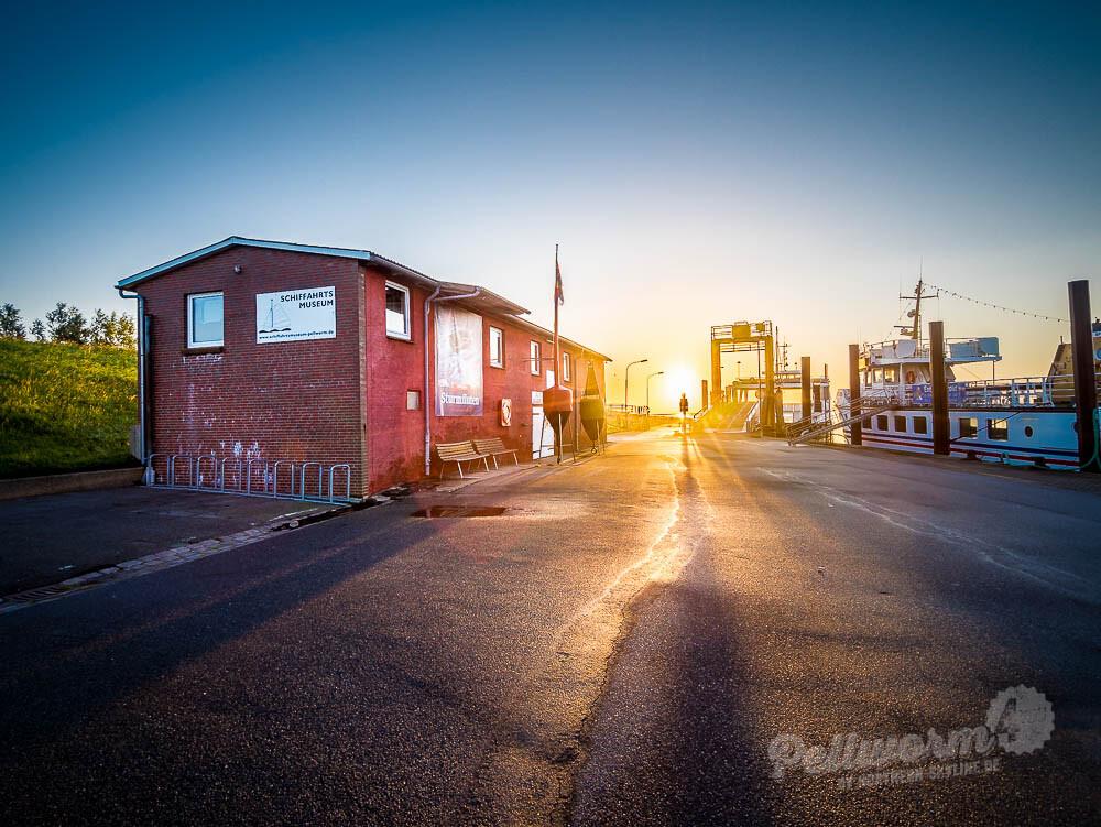 Grandios: Das Pellwormer Schifffahrtsmuseum im Sonnenaufgang