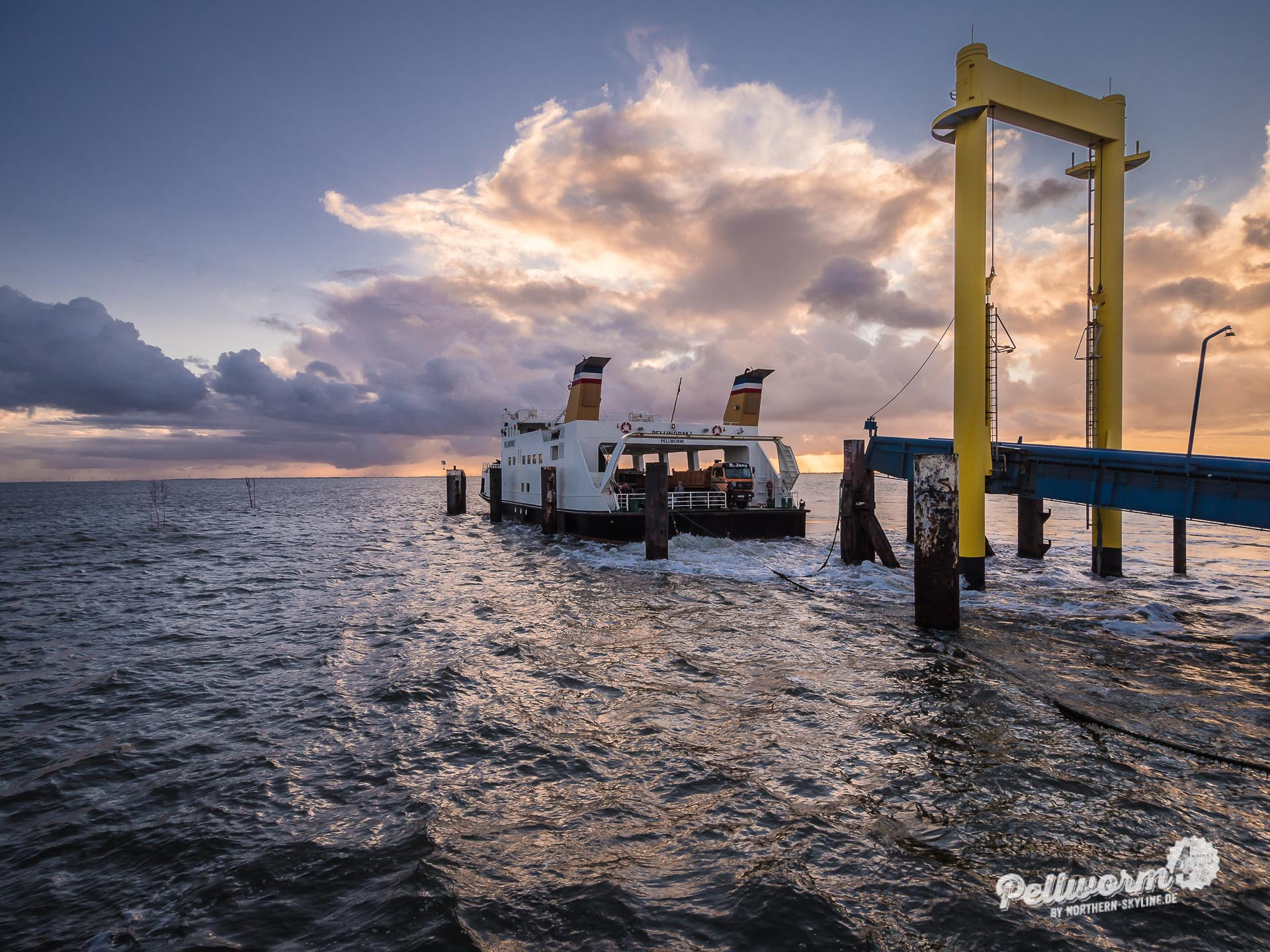 Der Pellwormer Tiefwasseranleger bei Sonnenaufgang