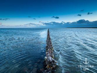 Eine Lahnung am Tiefwasseranleger auf Pellworm zur blauen Stunde