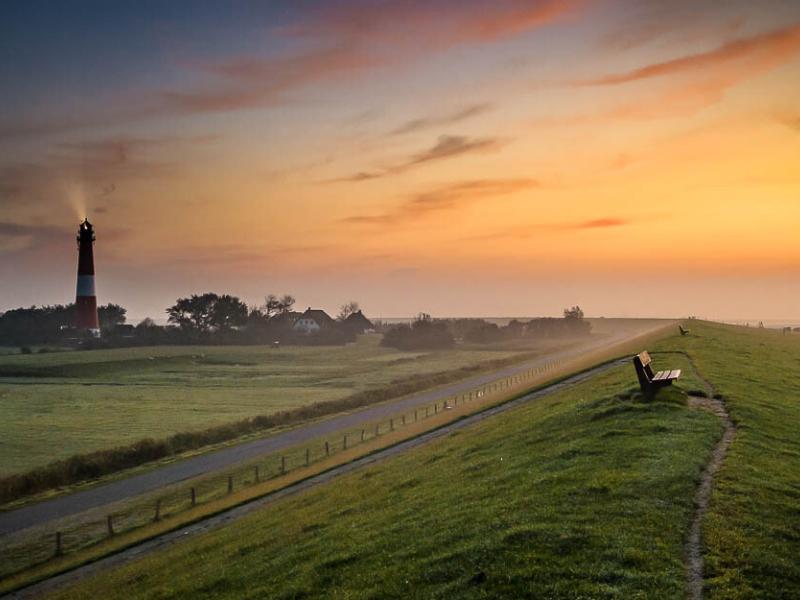 Der Pellwormer Leuchtturm kurz vor Sonnenaufgang
