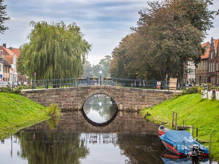 Kleine Brücke über eine Friedrichstädter Gracht