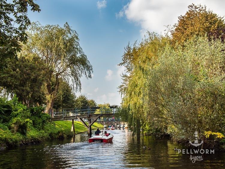 Boot auf einer Gracht in Friedrichstadt