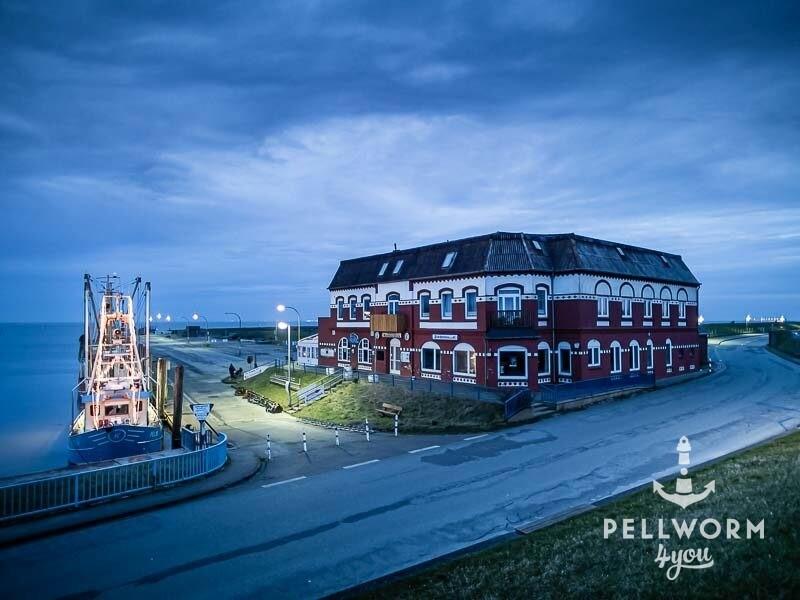 Das Hafengebäude mit dem Hafen Pub. Früher war hier auch das Restaurant Nordseeblick.